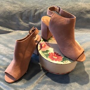 Chinese Laundry Tan suede bootie